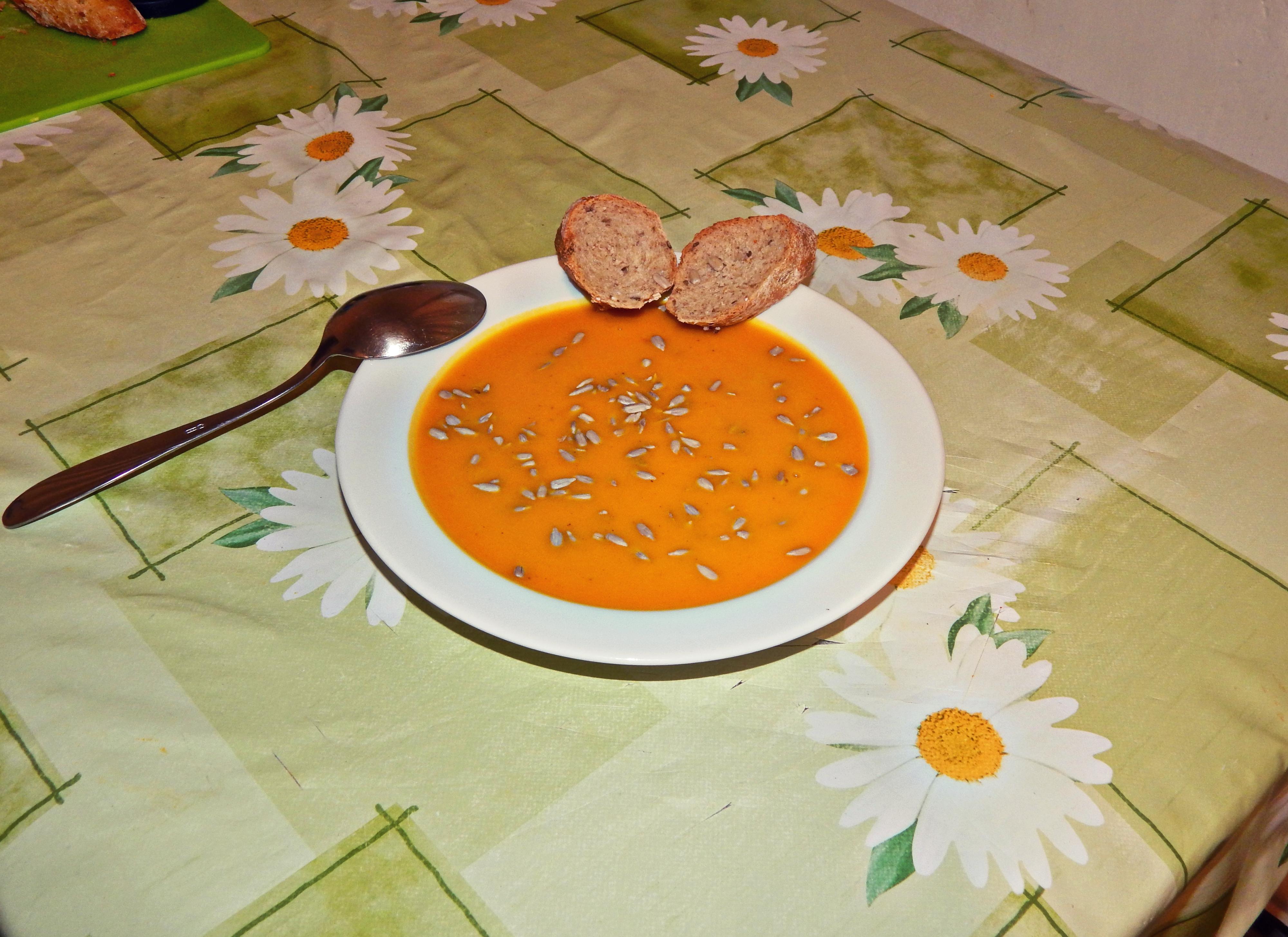 zdravá a jednoduchá hokkaido polievka.